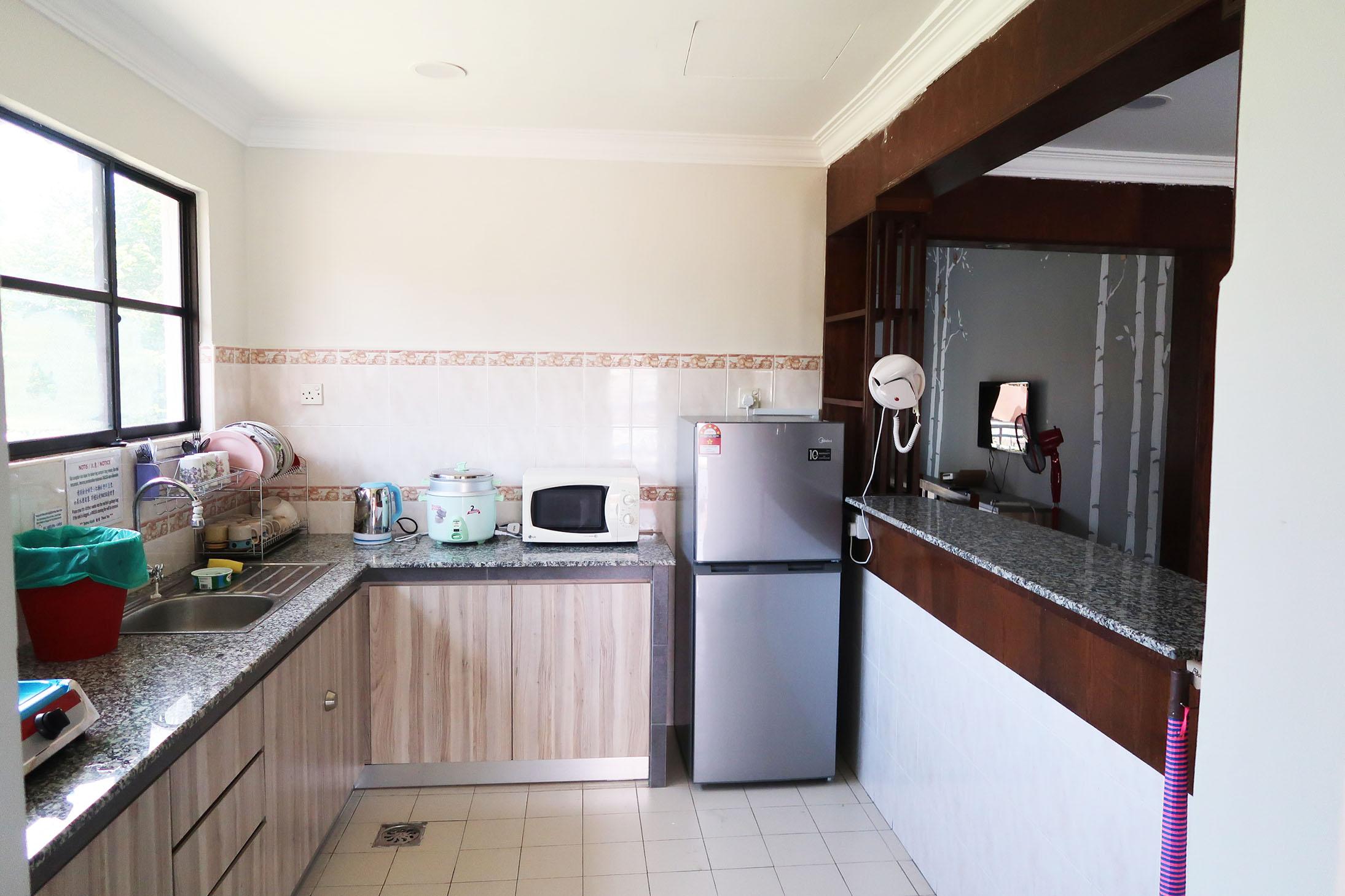 Joyful Villa Kitchen